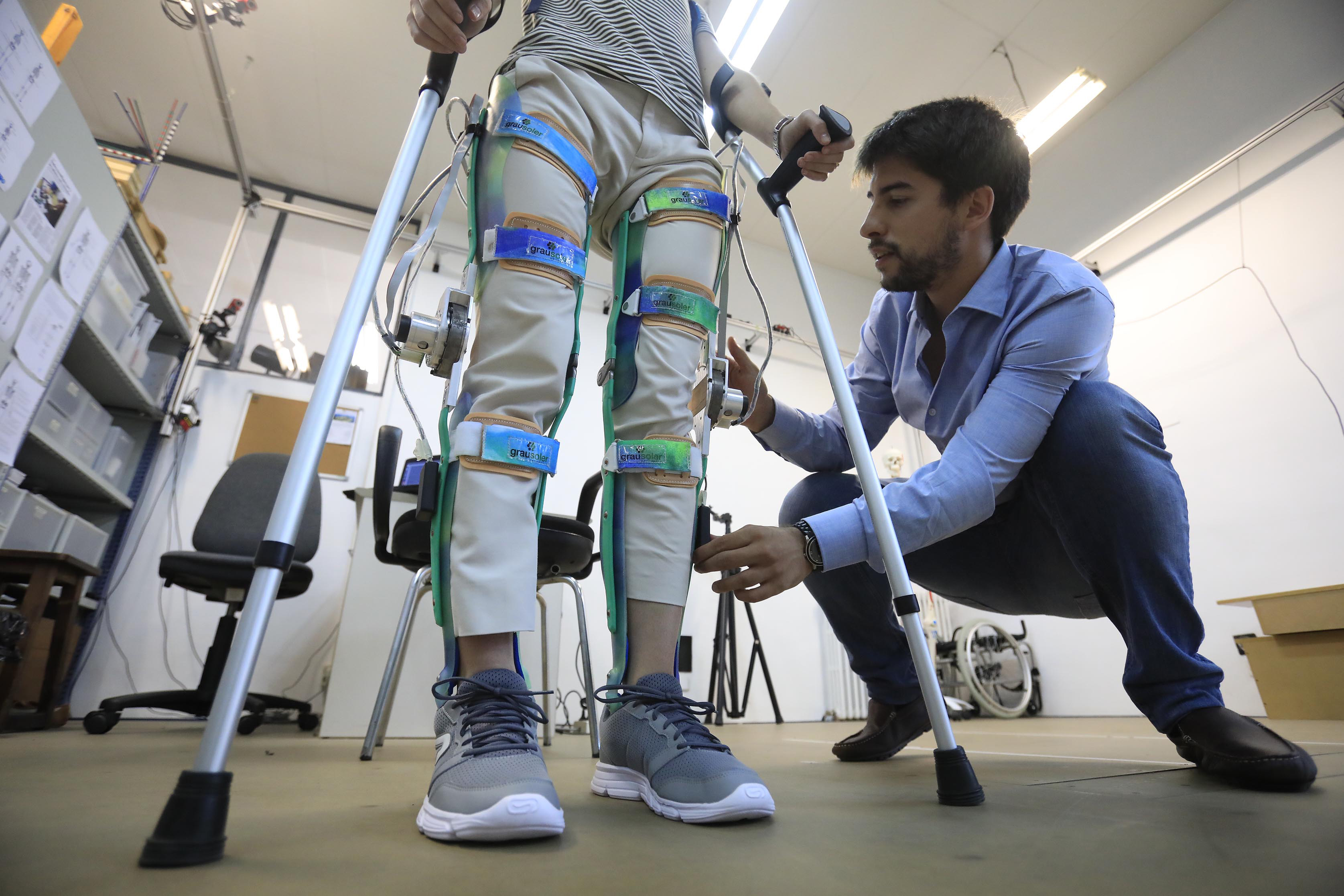 ABLE: Assistive Biorobotic Low-cost Exoskeleton