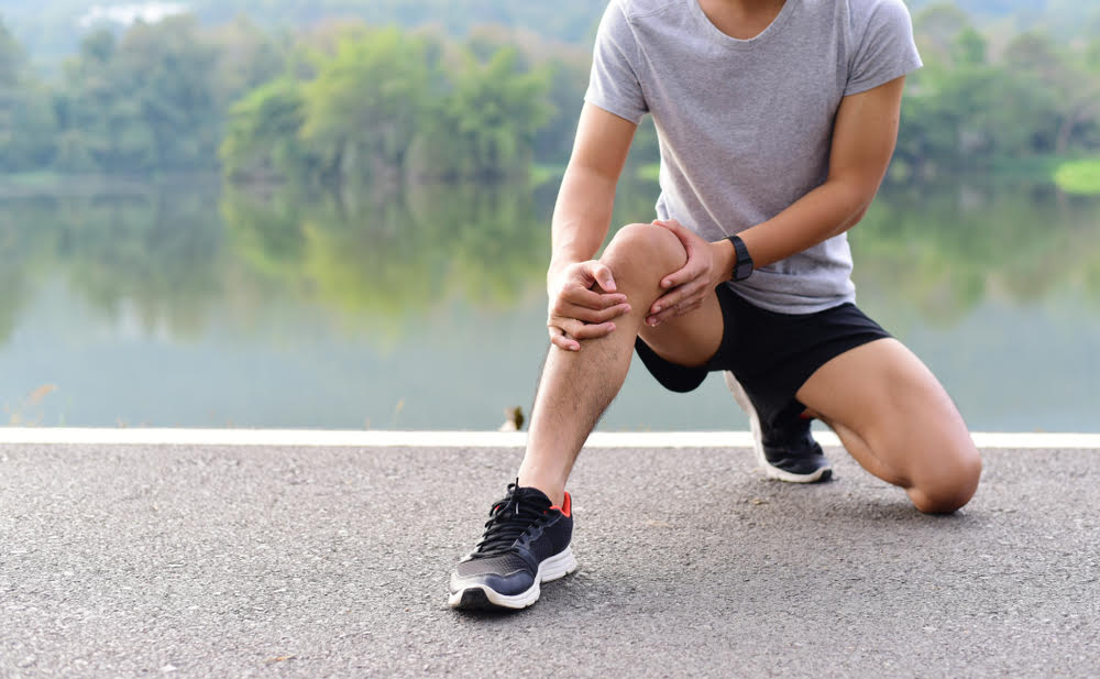 Development of a novel system to predict the risk of knee injury in athletes using tools suitable for the clinical practice